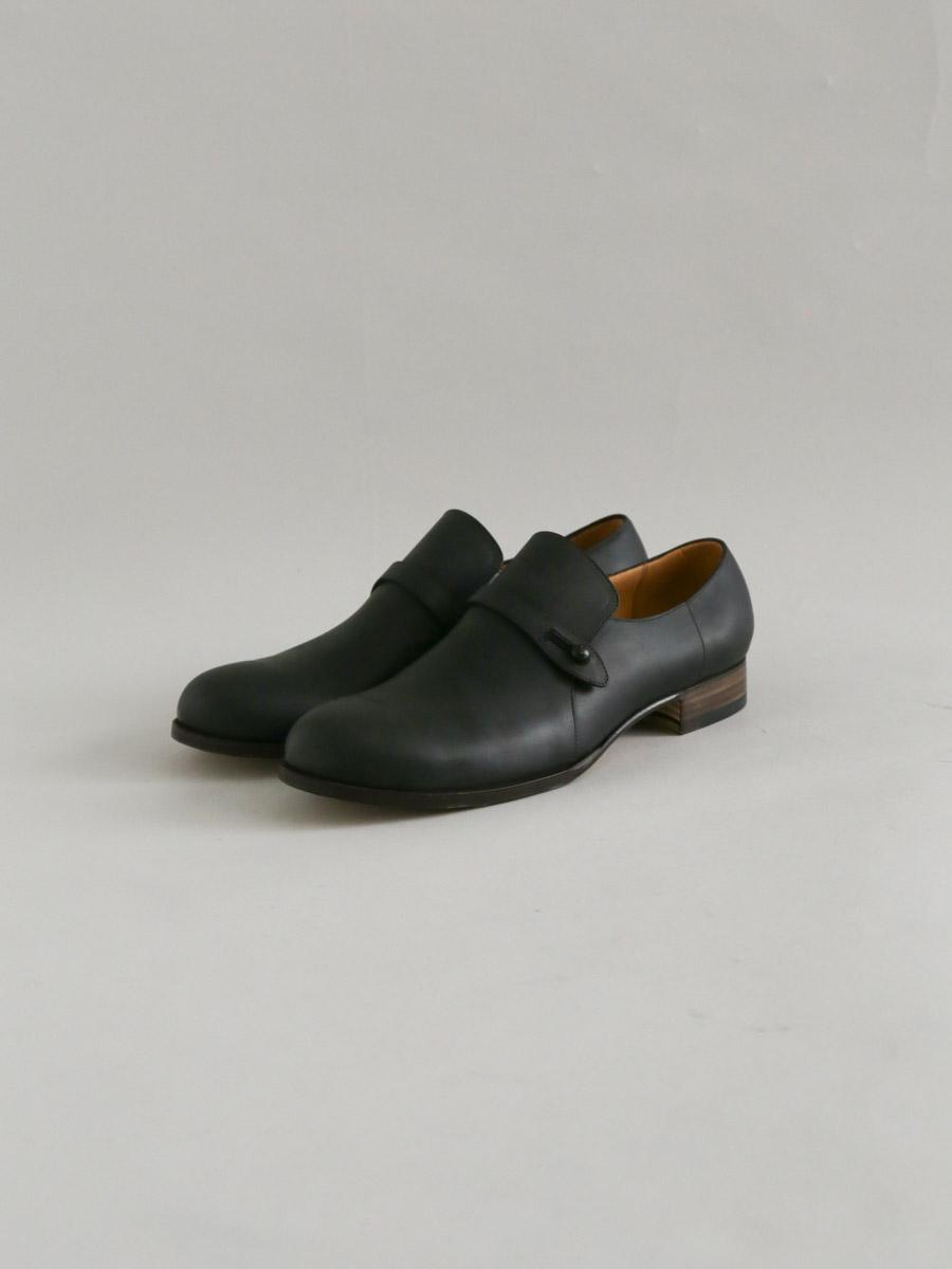Men's button strap shoes